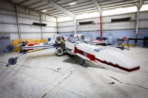 lego-star-wars-x-wing-largest-lego-sculpture-ever-4